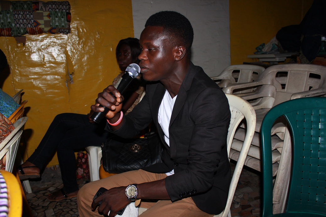 Is @FemiClef using Head Voice or Neck Voice @ OPEN MIC SESSIONS @ PRAISEVILLE OCT 2015 (70) - Copy